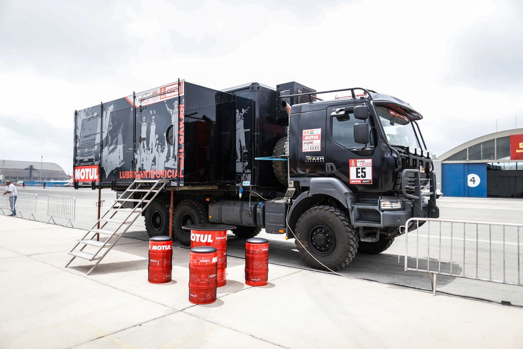 Motul Portable Lab truck
